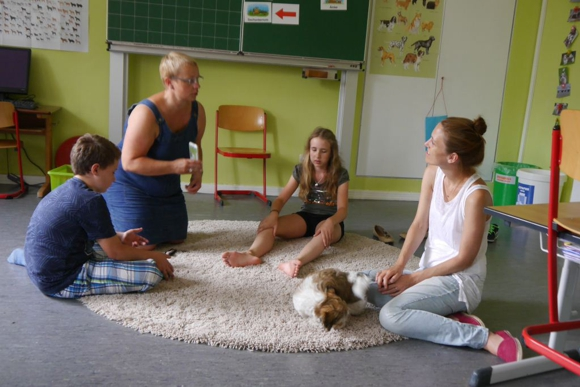 Therapie Hund in Schule